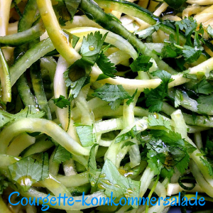 Courgette-komkommersalade